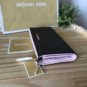Michael Kors Wallet 🎈🎈